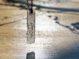 無色透明ガラスのネックレス -「灯りのたね 」●  30X10(mm) ● つや消しの画像