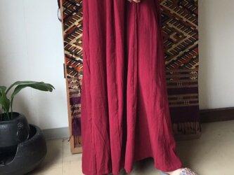 27か所の留めループで自由自在にデザインが楽しめるコットンスカート 赤の画像