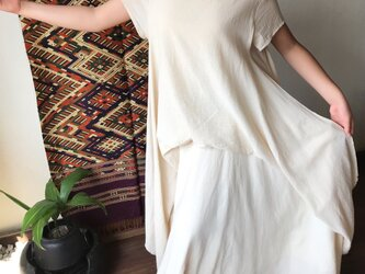 贅沢な布使いでAラインのシルエットがきれいなマキシ丈コットンワンピース 白の画像