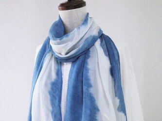 藍染め・薄墨のような花色・バンブー・ロングストール・絞り染めの画像
