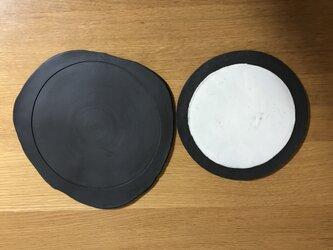 黒の変形皿のセットの画像