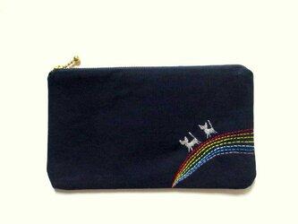 猫刺繍の平ポーチ*虹わたりの銀色猫たちAの画像