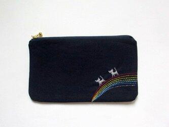 猫刺繍の平ポーチ*虹わたりの銀色猫たちBの画像