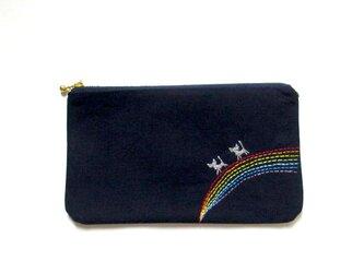 猫刺繍の平ポーチ*虹わたりの銀色猫たちCの画像