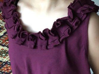 フリル襟が可愛いノースリーブのコットンブラウス 紫の画像