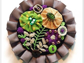 刺繍ブローチ(グレーリボン)の画像