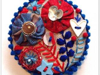 刺繍ブローチ(red&bule)の画像