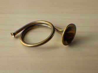 ラッパのリングの画像