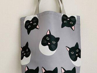 猫の視線を感じる気がする 『猫柄』お買い物袋の画像