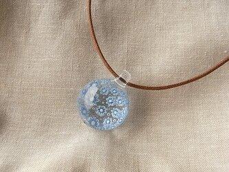 クレマチス・ガラス球ネックレス・綿紐の画像