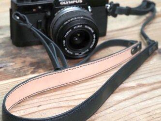 オイルレザーのカメラストラップ(ネイビー)の画像