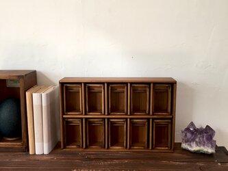 仕切りのある標本箱と棚のセット10箱その二。の画像