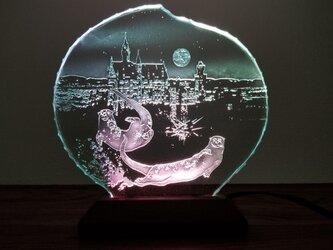 コツメカワウソ・ノイシュヴァンシュタイン城 ガラスエッチングパネル・LEDスタンドセット(ランプ・ライト・照明)の画像