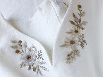 【フリーサイズ 刺繍リネンチュニックワンピース】Camelliaの画像
