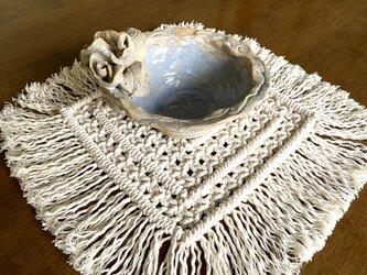 【受注制作】マクラメ編み ざっくり結んだ四角いテーブルセンター/マットの画像