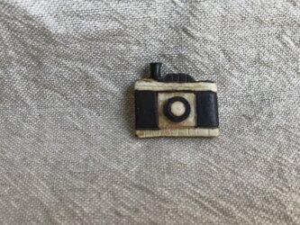 カメラのブローチの画像