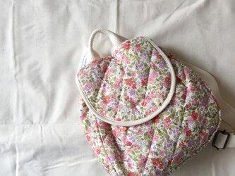 ベビーリュック*リバティ風の花柄ピンクの画像