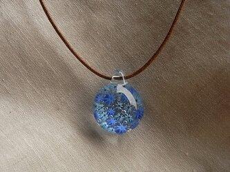 クレマチス・2色・ガラス球ネックレス・綿紐の画像