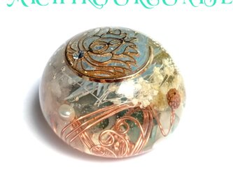 ☆蓮の花チャーム 恋愛 金運 休息のサポート エネルギーアップ 幸運メモリーオイル入 キュート型 オルゴナイトの画像