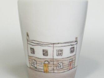 イギリス作家の手描きコップ 「セミディタッチドハウス」の画像
