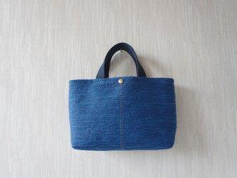 裂き織りのバッグ Mサイズ横長 瑠璃紺の画像