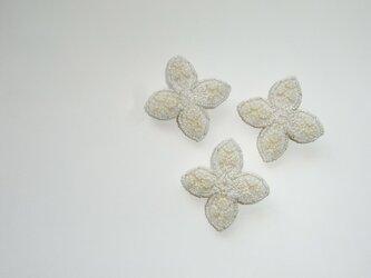 星*ecru ビーズ刺繍ブローチの画像