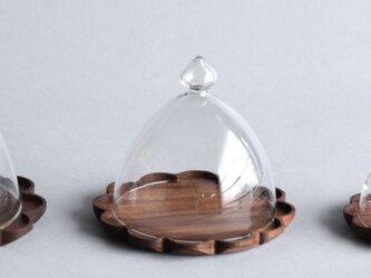 ウォールナットのトレーL+ガラスドームの画像