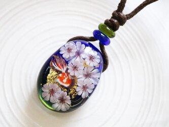 桜と金魚のとんぼ玉ガラスペンダント金箔入りの画像