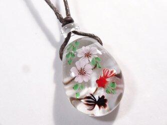 桜と金魚のとんぼ玉ガラスペンダントの画像