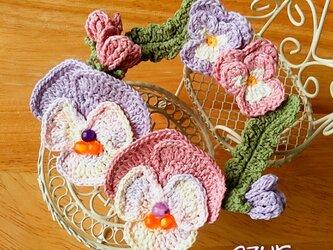 パンジーとビオラのリースコサージュ・ピンク+淡い紫の画像