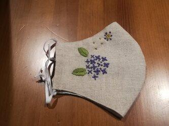 手刺繍☆きれいな横顔☆リネンの立体マスク(紫陽花2、紫)の画像