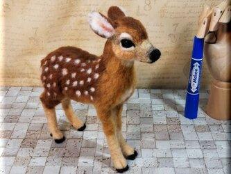 羊毛フェルト 鹿 子鹿ちゃん シカ バンビ 動物フィギュアの画像