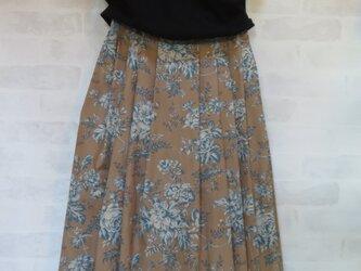 シックなバラ柄のロングスカート L~LLの画像