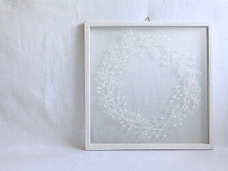 【植物リースの切り絵】大きい実と小さい実_ミルクホワイトの画像