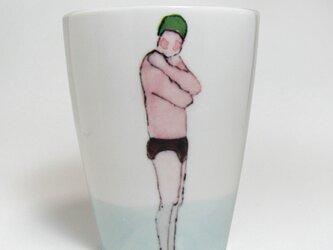 イギリス作家の手作りコップ 「スイマー」(男性、緑ぼうし)の画像