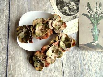 花びらのバレッタ ■ アンティーク風ベルベット ■ オリーブブラウン 3輪の画像