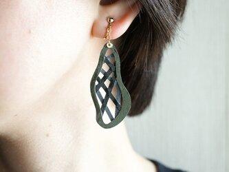 片耳0.6g『綾』ダークグレー: 軽い・痛くなりにくい紙の大ぶりイヤリング [ピアス可], ペーパージュエリーの画像