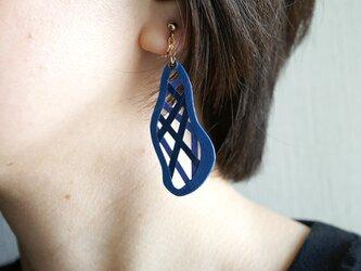 片耳0.6g『綾』ロイヤルブルー: 軽い・痛くなりにくい紙の大ぶりイヤリング [ピアス可], ペーパージュエリーの画像
