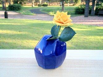 藍い角角花器の画像