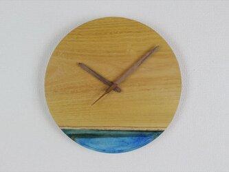 小さな世界が見えるかも? 直径30cm-13 木とレジンの掛け時計 River clockの画像