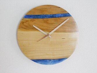 小さな世界が見えるかも? 直径30cm-20 木とレジンの掛け時計 River clockの画像