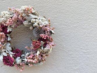 夏の名残のリース グレイッシュピンクのリースの画像