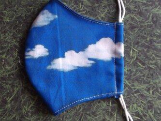 青空柄の立体マスクの画像