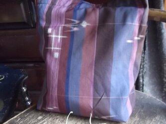 燕の絣柄の着物地のショルダーバッグの画像