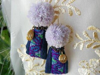 スーリヤの耳飾り☆モン族の手刺繍リボン 14kgf イヤリング/ピアスの画像