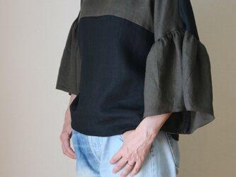 バイカラーのふんわり袖のトップス リネン100%  受注生産の画像
