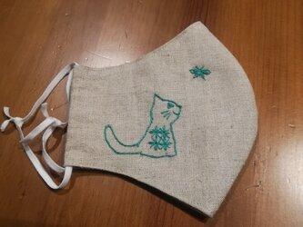 【再販】手刺繍☆きれいな横顔☆リネンの立体マスク(横向き猫と蝶々2)の画像
