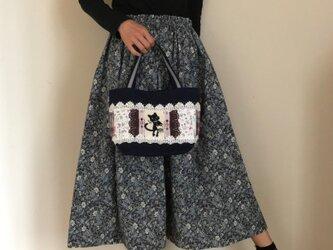 帆布パッチワークバッグ 刺繍が素敵なトートバッグ リバティ&PJC 黒猫クロッチの画像