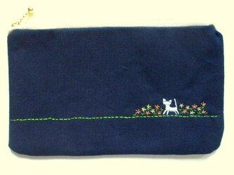 猫刺繍の平ポーチ*お花畑の猫*オレンジの画像