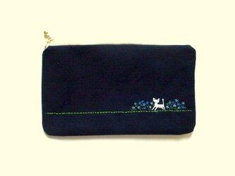 猫刺繍の平ポーチ*お花畑の猫*ブルーの画像